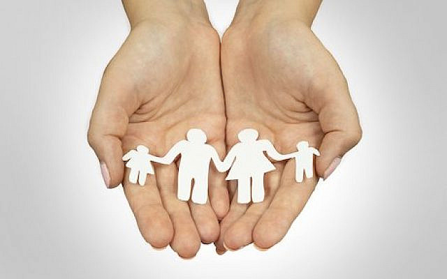 https://commons.wikimedia.org/wiki/File:Parenting_Concept_-_Paper_Cut_Out_In_Hands_-_48412401617.jpg