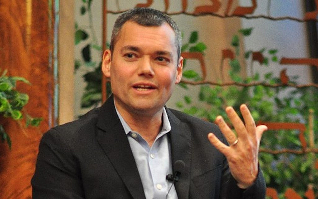 Peter Beinart speaking at Temple De Hirsch Sinai, Seattle, Washington, May 23, 2019 at an event sponsored by J Street (CC by Joe Mabel via Wikimedia)