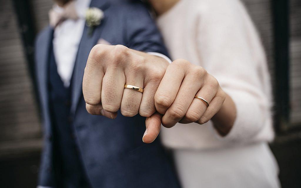 (Wedding ring image via iStock)