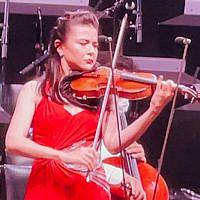 Violonist Karen Gomio - Photo: Rick Meghiddo