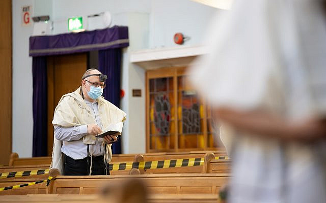 Synagogue service under lockdown in the early stages of the pandemic. (Marc Morris Photography)