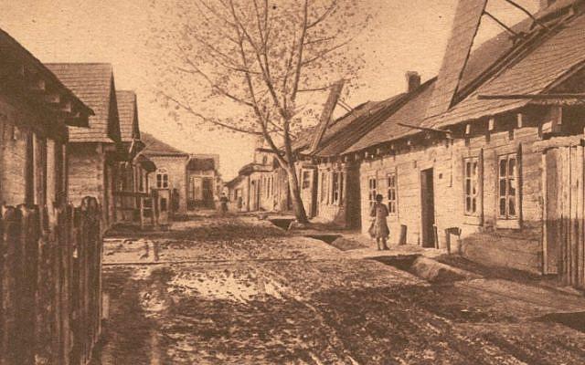 Sukkot in Ivanovo, 1916. From the Folklore Research Center, Hebrew University of Jerusalem, via the National Library of Israel Digital Collection (Publisher: Verlag fur allgemeines Wissen)