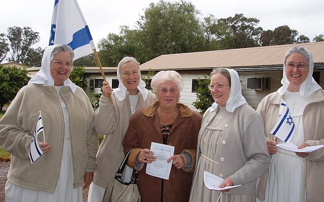 The Sisters of Mary in Sydney with the late Lilly Silver, mother of Elaine Black a close friend of the Sisters (2007). (courtesy)