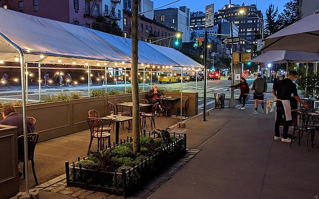 A restaurant shed in midtown Manhattan earlier this spring. Janine & Jim Eden/Wikimedia Commons