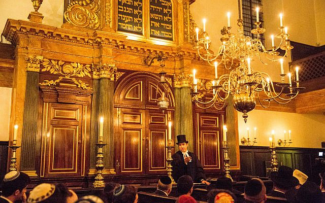 A ceremony at the Spanish and Portuguese Jews Congregation, at Bevis Marks Synagogue, London. (C) Blake Ezra Photography 2015. (Via Jewish News)
