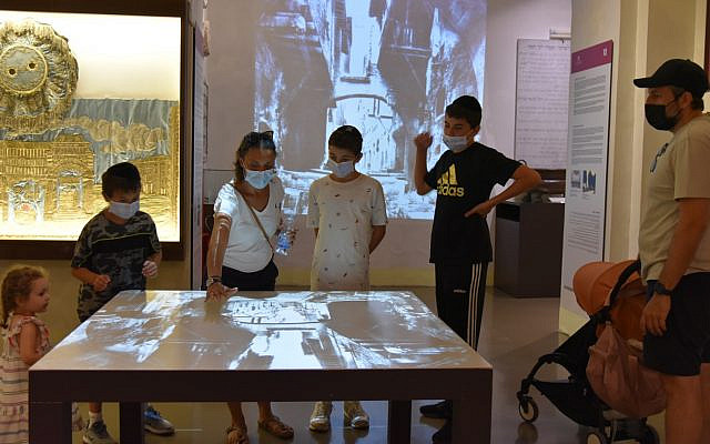 Micaela Pavoncello, Founder of Jewish Roma, taking children on a 'virtual journey' of the Ghetto inside the Jewish Museum of Rome Photo: Brenda Lee Bohen