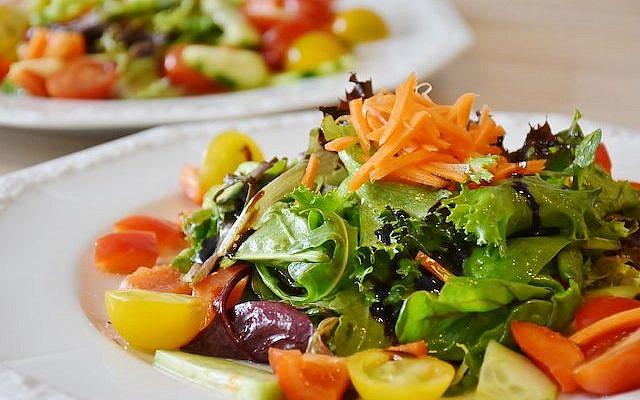https://pixabay.com/photos/salad-fresh-food-diet-health-1603608/