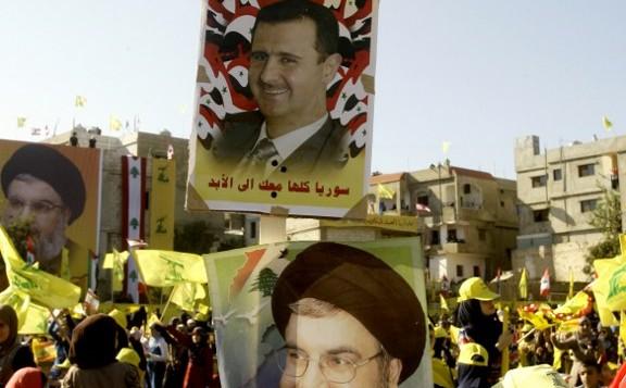 16 أغسطس 2013 زعيم حزب الله حسن نصر الله (القاع) والرئيس السوري بشار الأسد . AFP PHOTO / محمود الزيات