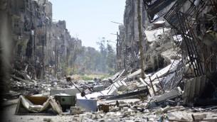 الدمار في مخيم اليرموك للاجئين الفلسطينيين في سوريا، 6 ابريل 2015 (STR / AFP)