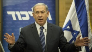 رئيس الوزراء بيينامين نتنياهو يتحدث خلال إجتماع لكتلة الليكود في الكنيست في 6 يوليو، 2015. (Hadas Parush/Flash90)