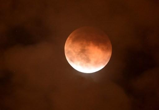 ماه خونین- عکس از یوان مابروماتا