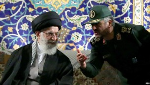محمدعلی جعفری، فرمانده سپاه، در کنار آیتالله خامنهای