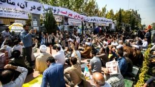 تحصن مخالفان برجام مقابل مجلس- عکس ایسنا