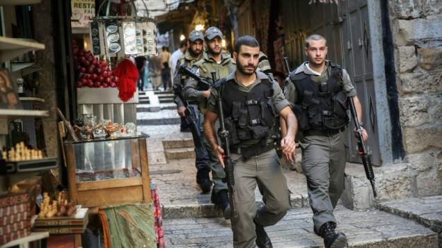 پلیس مرزی در حال ورود به بازار نزدیک دروازه یافا در شهر قدیم اورشلیم - حاداث پروش