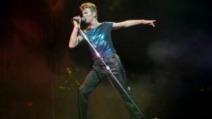 دیوید بوئی، ستاره موسیقی پاپ و راک و از مشهورترین و تاثیرگذارترین چهرههای موسیقی جهان- عکس از باب چایلد