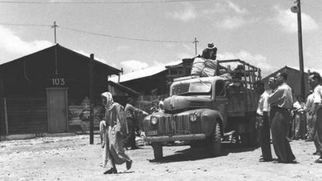 مهاجران یهودی عراق در حال ورود به اردوگاه موقت آتلت