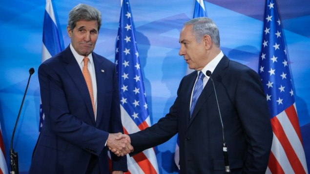جان کری، چپ، و بنیامین نتانیاهو در دیداری در اورشلیم  - آلکس کولومویسکی