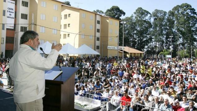 لوئیز اینانسیو لولا دسیلوا در سخنرانی خود در دیادما، هنگامی که رئیس جمهور بود - ریکاردو