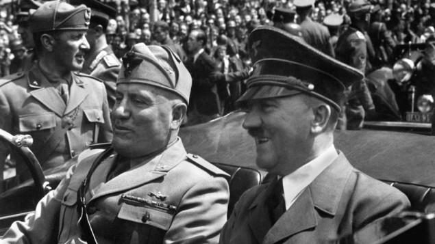 هیتلر و موسولینی در مونیخ، آلمان، ۱۸ ماه ژوئن ۱۹۴۰.  هیتلر در اوج قدرت خود، به دنبال پیروزی ها متعدد ارتش نازی، و در پی تکمیل فتح کشورهای اروپای غربی