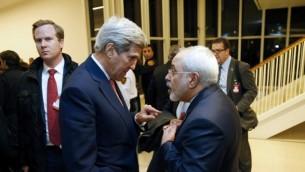 وزیر خارجه ایالات متحده جان کری (چپ) و وزیر خارجه ایران محمد جواد ظریف - خبرگزاری فرانسه