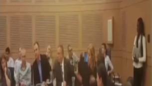 نمایندگان اتحاد صیونیست، (اریل مارگالیت (سومی از چپ) و زیپی لیونی (پنجمی از چپ) در جلسه حزبی در کنست