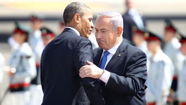 نخست وزیر بنیامین نتانیاهو راست، و پرزیدنت باراک اوباما در مراسم خوشامد به ریاست جمهوری آمریکا در فرودگاه بن گوریون نزدیک تل آویو، در تاریخ ۲۰ مارس ۲۰۱۳