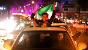 ۲آوریل ۲۰۱۵، پس از امضای قرارداد هسته ای ایران با قدرت های جهان در لوزان سوئیس، ایرانی ها در خیابانی در شمال تهران به جشن و پایکوبی پرداخته اند