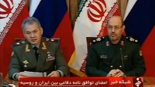 وزیر دفاع ایران حسن دهقان، راست، و همتای روسی اش سرگئی شویگو