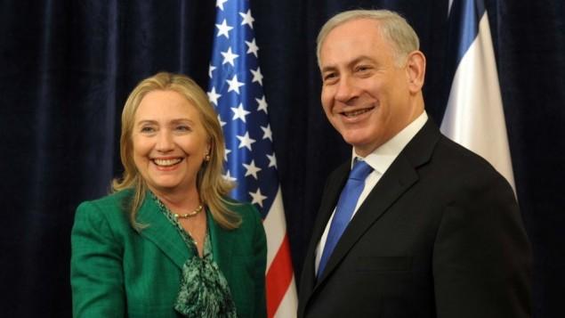هیلاری کلینتون زمانی که وزیر خارجه ایالات متحده بود، در ملاقات با نخست وزیر بنیامین نتانیاهو در شصت و هفتمین نشست عمومی سازمان ملل متحد در نیویورک