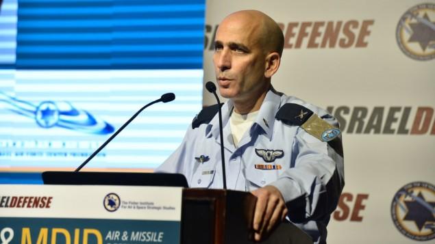 ژنرال تال کالمان، رئیس ستاد نیروی هوایی اسرائيل، در کنفرانس سالانه انستیتوی فیشر، مطالعات استراتژی های هوا فضا، هتل هیلتون، تل آویو، ۳ آوریل ۲۰۱۶