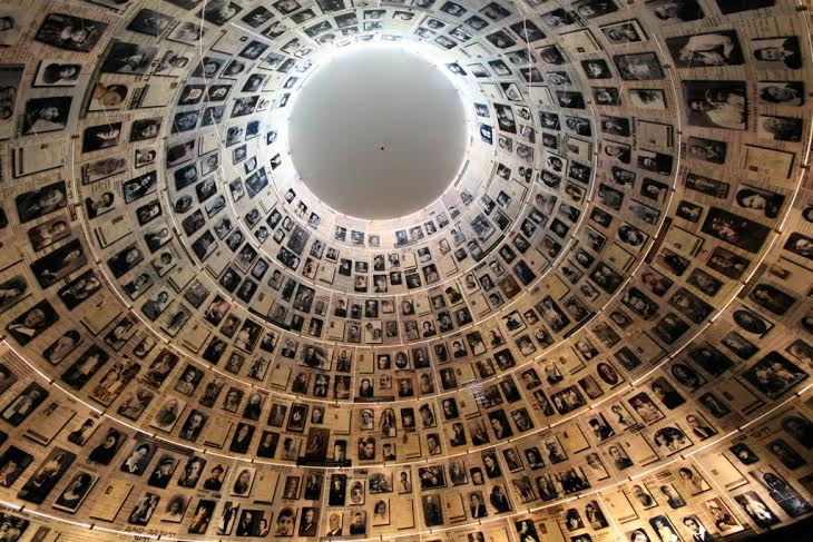«تالار نامها» (The Hall of Names) (عکس: موزه هولوکاست «ید و شم» در اورشلیم)