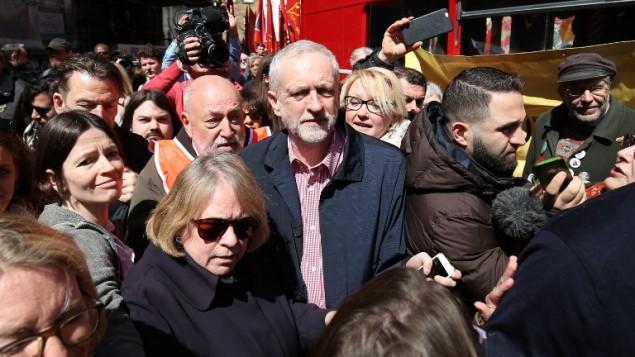 رهبر حزب کارگر بریتانیا، جرمی کوربین (وسط) - خبرگزاری فرانسه