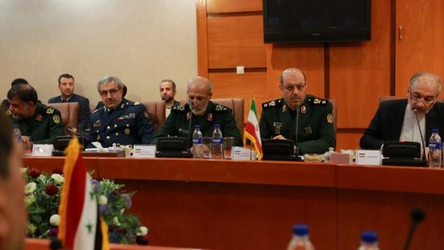 سرتيپ پاسدار حسين دهقان وزير دفاع جمهوري اسلامي همراه با مقامات نظامی سوری در یک دیدار رسمی
