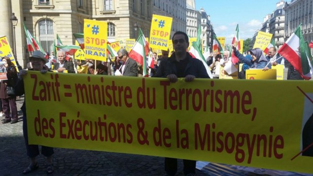 اعتراض به حضور ظریف در فرانسه