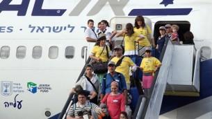 مهاجرین جدید وارد فرودگاه بن گوریون اسرائیل می شوند