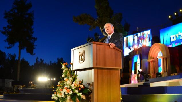 نخست وزیر اسرائیل بنیامین نتانیاهو در مراسم رسمی روز اورشلیم در تپه مهمات در اورشلیم در ۵ ژوئن ۲۰۱۶