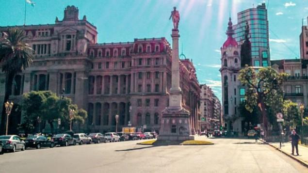 دادگاه عالی آرژانتین (چپ) در بوئنس آیرس