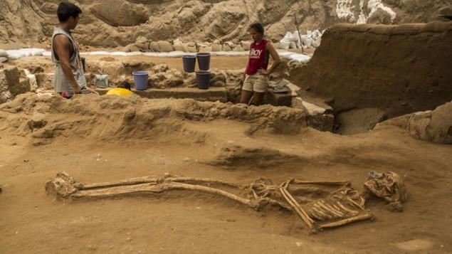 مدفون متعلق به قرون ۱۰ و ۹ پیش از میلاد در گورستان ساکنان غیریهودی فیلیسطین، نمایشگاه لئون لوی در اشکلون