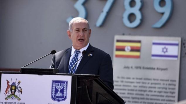بنیامین نتانیاهو نخست وزیر پس از ورود به فرودگاه انتبه اوگاندا