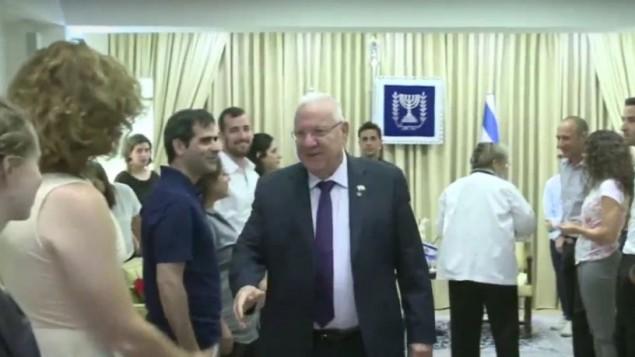 رئیس جمهور رووین ریولین و همسر وی ۱۷ ژوئیه ۲۰۱۶ با اعضای خانواده شیرا بانکی و رهبر اجتماع دگرباشان اورشلیم دیدار کردند