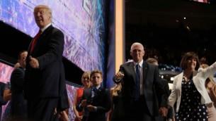 نماینده ریاست جمهوری جمهوری-خواهان، دونالد ترامپ ۲۱ ژوئیه ۲۰۱۶ در آخرین روز نشست ملی جمهوری-خواهان در کلیولند سخنرانی می کند