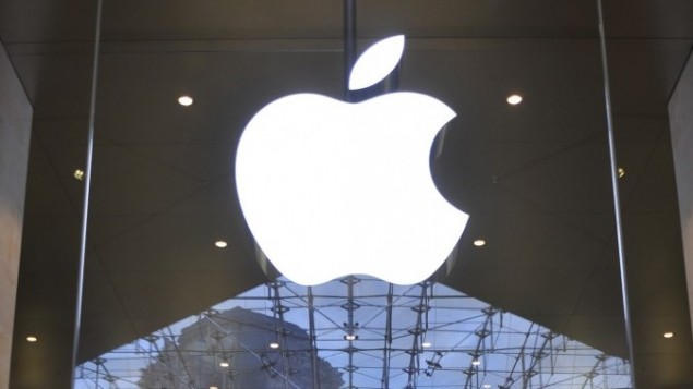 لوگوی اپل در اپل استور در پاریس