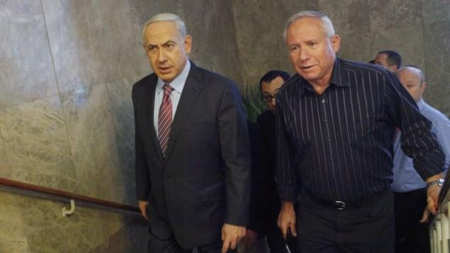 نخست وزیر بنیامین نتانیاهو و آوی دیچتر نماینده حزب لیکود در کنست (راست)، رئیس سابق شین بت