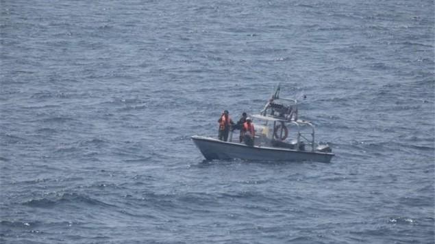 نزدیک شدن ۴ قایق تندرو سپاه به ۲۷۰ متری ناو آمریکا در تنگه هرمز