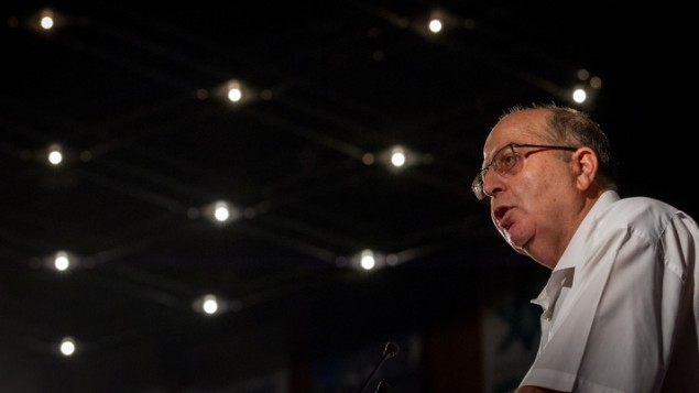 وزیر پیشین دفاع اسرائیل موشه یعلون در کنفرانس پزشکی ۲۰۱۶ اسرائيل در مرکز بین المللی کنفرانس اورشلیم، ۱۶ اوت ۲۰۱۶ سخن می گوید