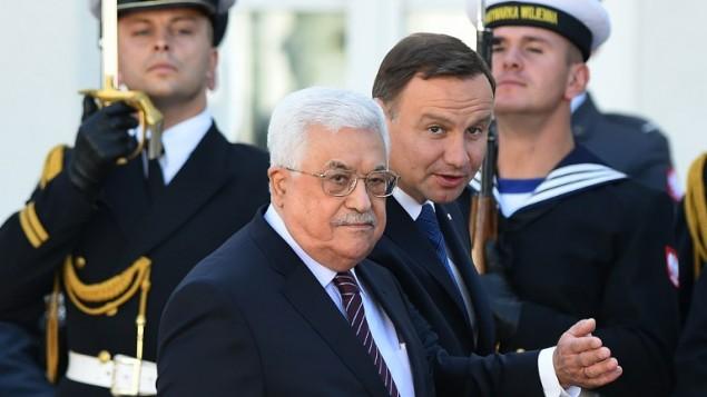 رئیس جمهوری لهستان آندره دودا، و رئیس تشکیلات خودگردان فلسطینی محمود عباس در مراسم خوشامد