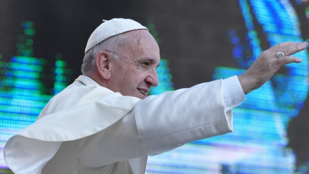 پاپ فرانسیس هنگام ورود به میدان سنت پتر