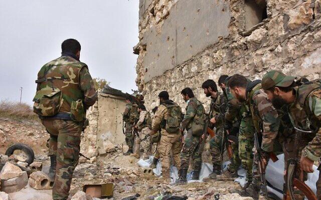 صحنه ای از حضور اعضای سپاه در جنگ سوریه