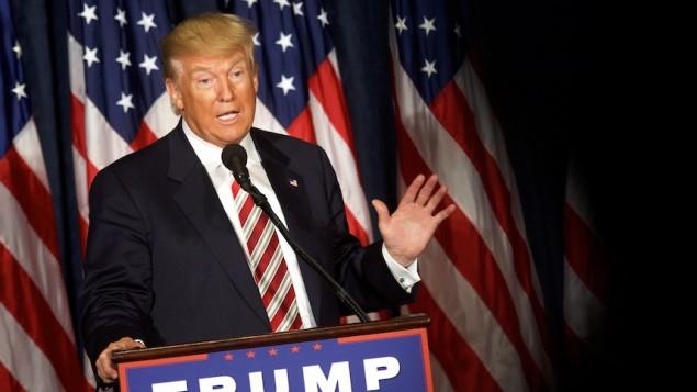 دونالد ترامپ در حال ایراد سخنرانی در فیلادلفیای پنسیلوانیا