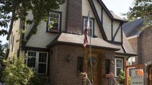 نمای خارجی خانه در محلهی جامائیکا استیتز در کوئینز نیویورک